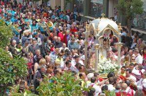 San Clemente (Cuenca), 1-05-2011.- El consejero de Agricultura y Medio Ambiente, José Luis Martínez Guijarro, asistió hoy en San Clemente (Cuenca) junto a más de 5.000 personas a la Venida de la Virgen de Rus. (Foto: Isabel González // JCCM)